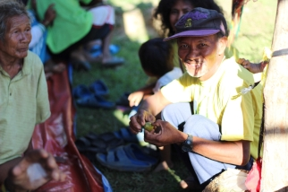 An old Mangyan man while preparing a betel nut for chewing. (Photo Mark Ambay III)