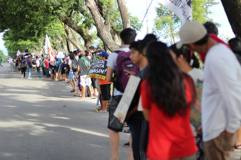 17 longline protesters